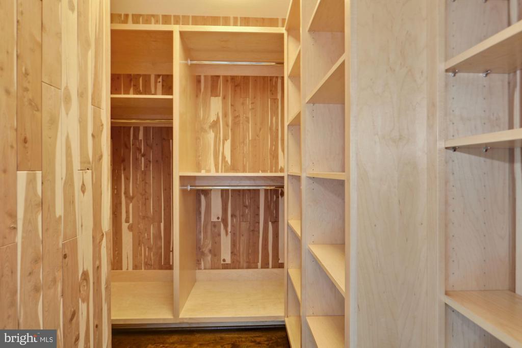 Custom cedar closet - 1881 N NASH ST #2311, ARLINGTON