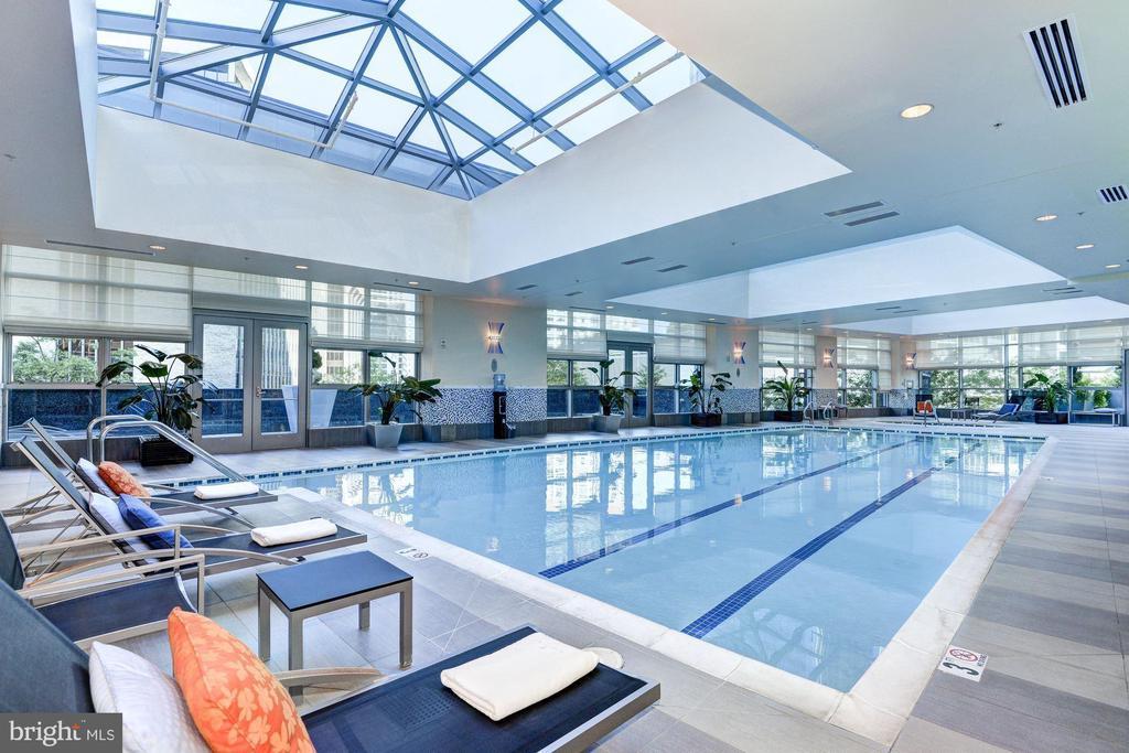 Turnberry Tower pool & lounge - 1881 N NASH ST #2311, ARLINGTON