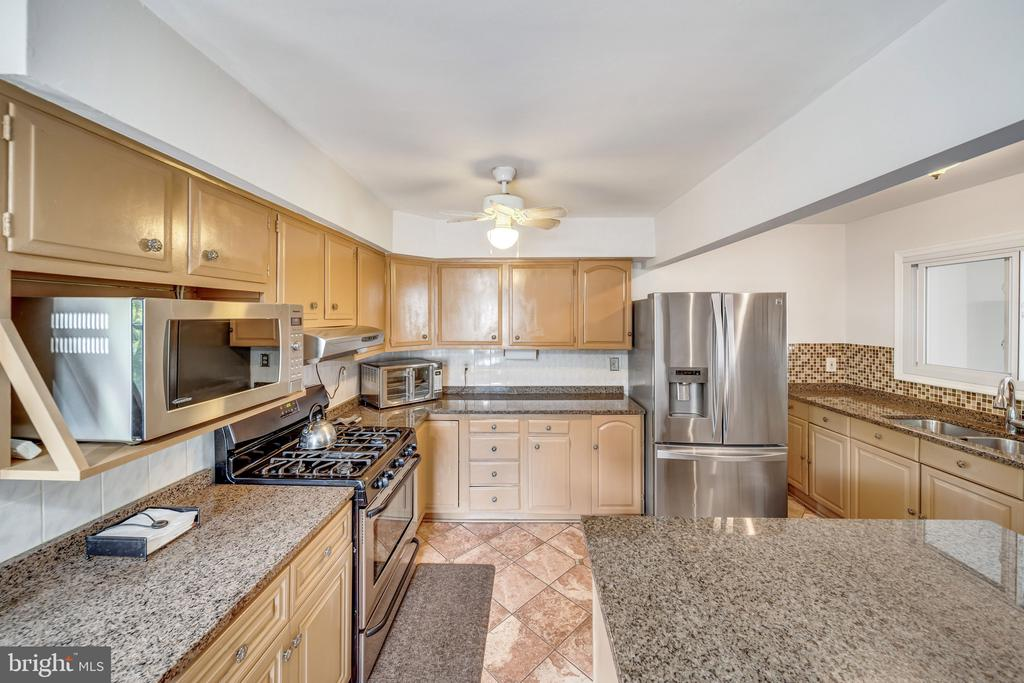 Upgraded Counters, Appliances, and Fixtures - 2919 MONROE PL, FALLS CHURCH