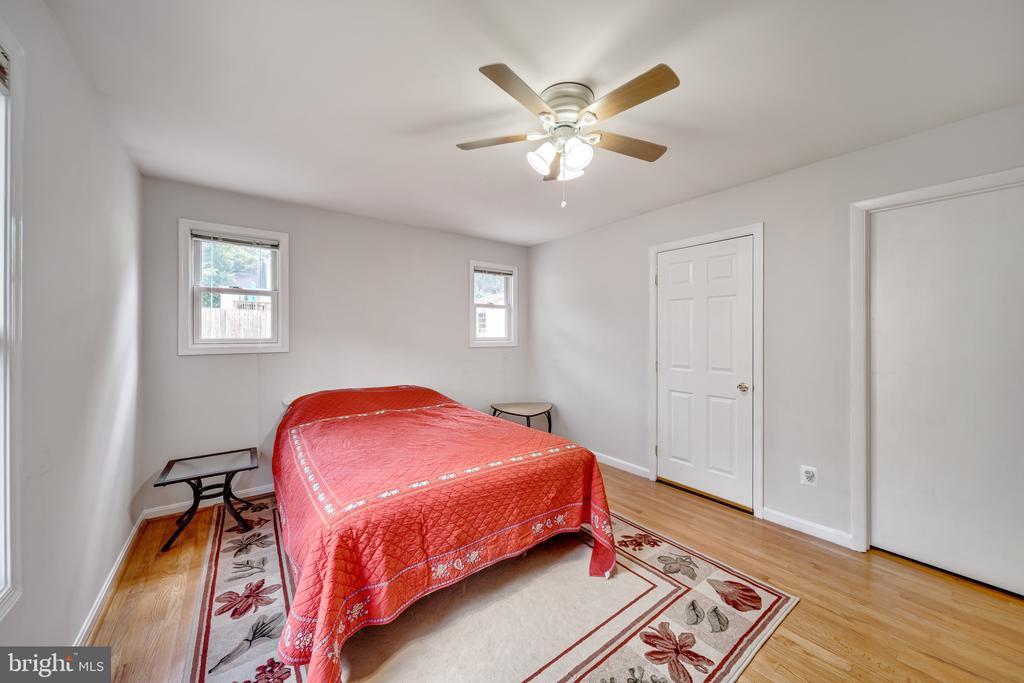 Ceiling Fan, Hardwood Floors, and Walk-In Closet - 2919 MONROE PL, FALLS CHURCH