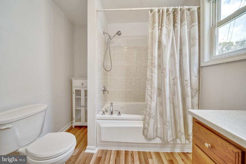 Primary Bathroom Has Just Been Updated! - 2919 MONROE PL, FALLS CHURCH
