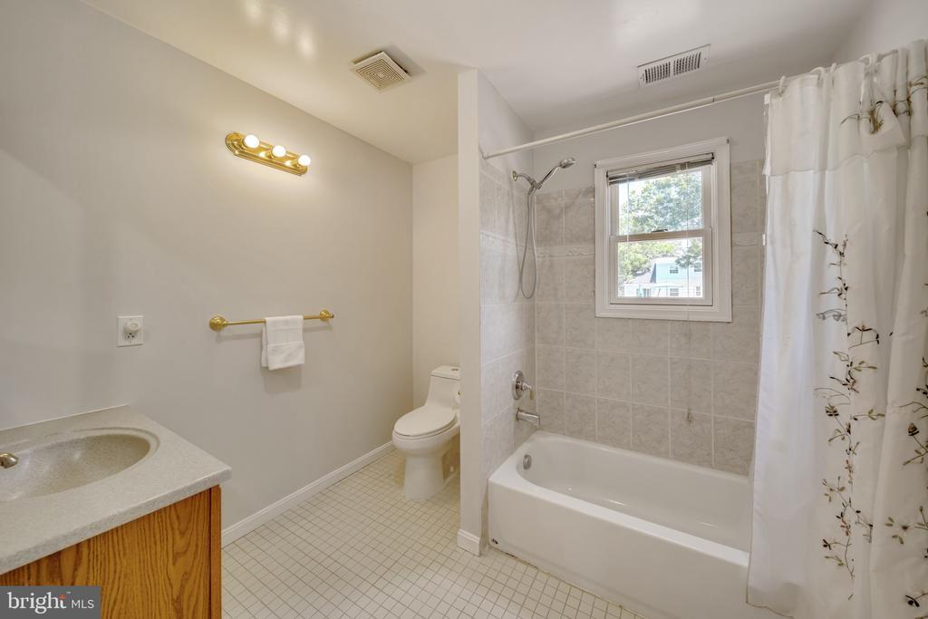 Full Bathroom on the Upper Level - 2919 MONROE PL, FALLS CHURCH
