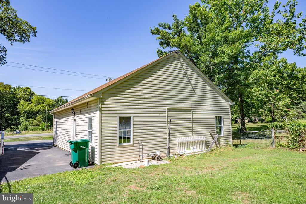 Bonus building - 655 COURTHOUSE RD, STAFFORD