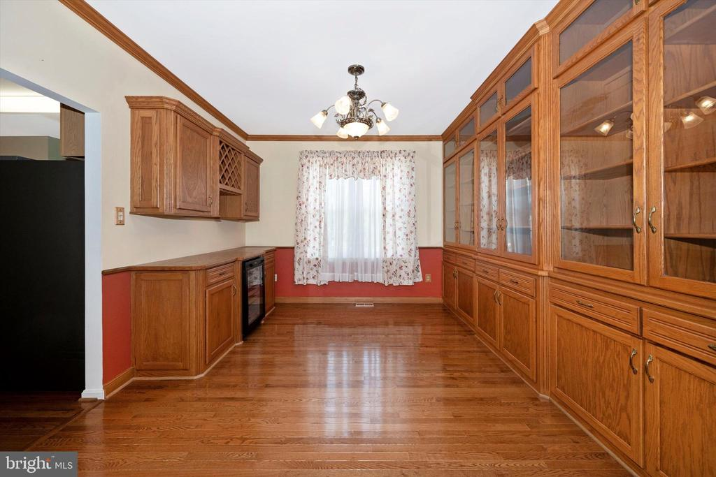 beautiful dining area, with built-ins - 6904 BARON CT, FREDERICK