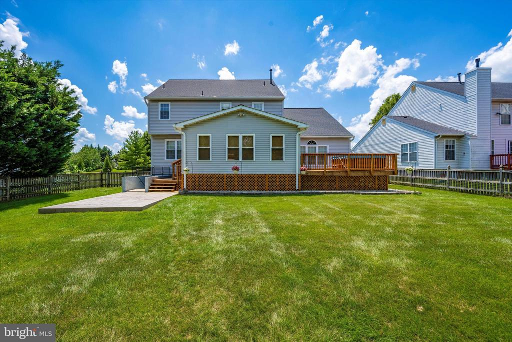 Large Yard with extended patio area - 6904 BARON CT, FREDERICK