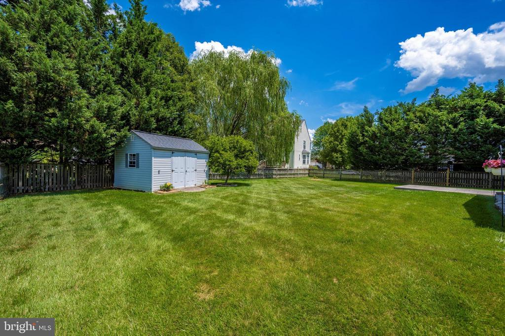 Nice sized shed for storing your lawn items - 6904 BARON CT, FREDERICK