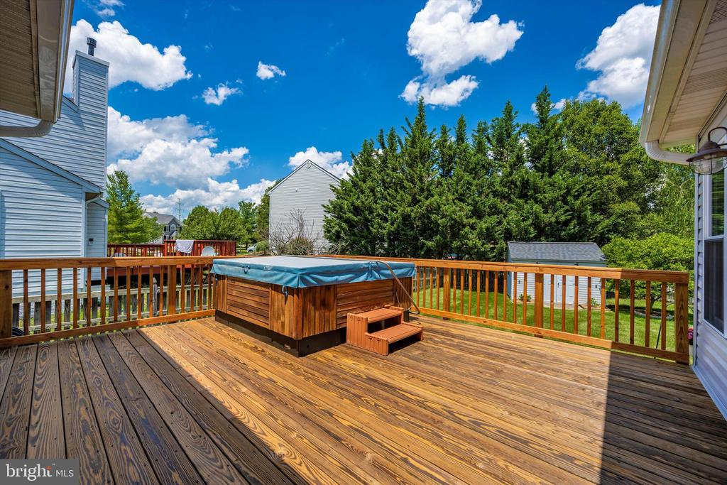 Enjoy evenings of relaxing in your HOT TUB - 6904 BARON CT, FREDERICK