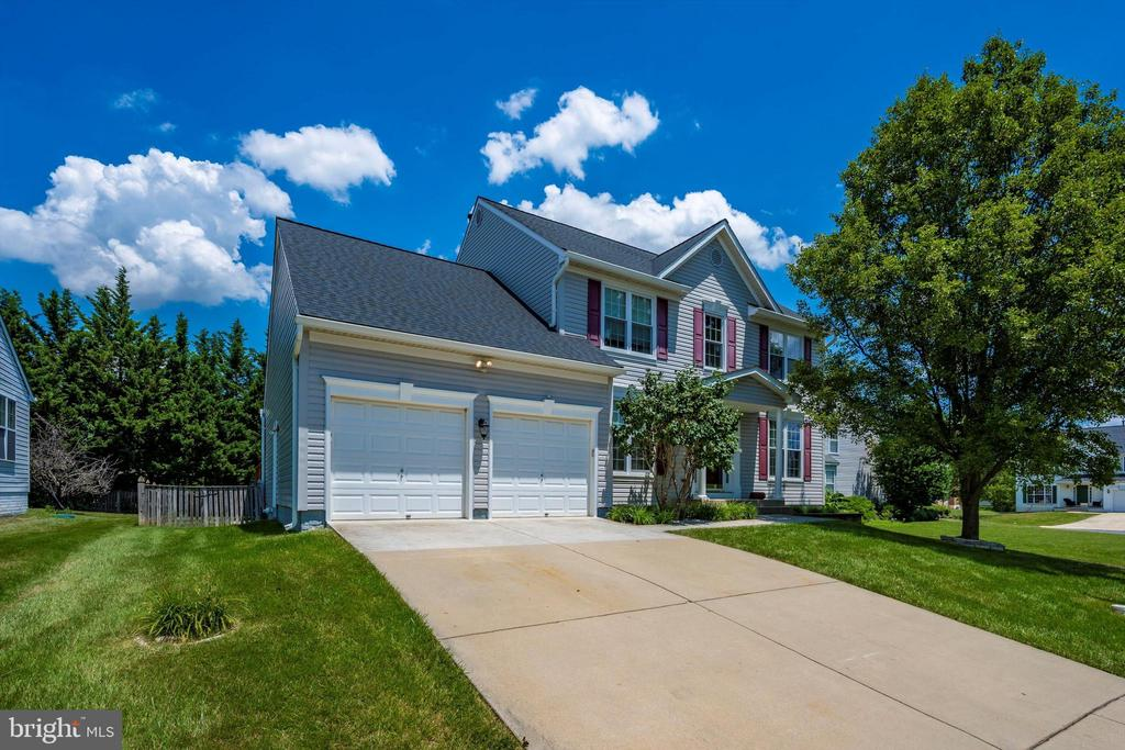 Beautiful Colonial with 2 car garage - 6904 BARON CT, FREDERICK
