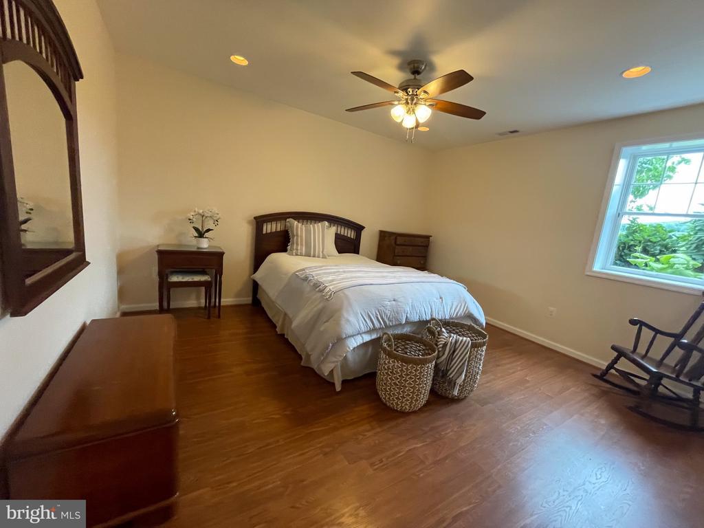Bedroom #5  lower lvl with full bath - 14868 CIDER MILL RD, HILLSBORO