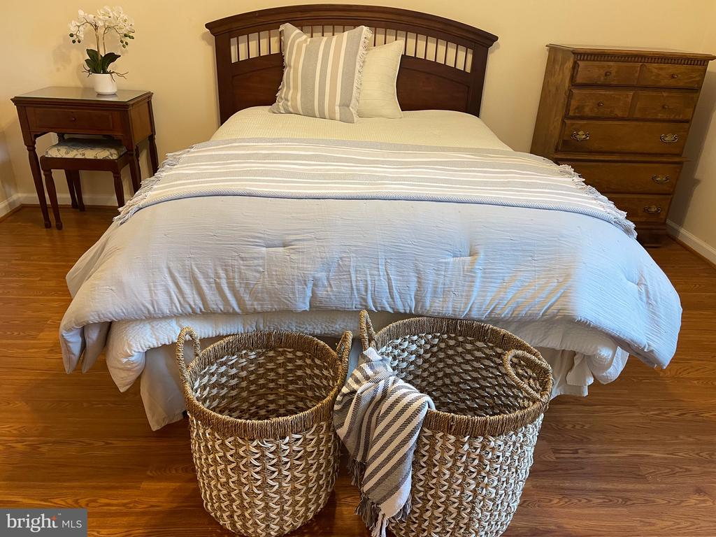 Specious Bedroom #5 with 2 closets - 14868 CIDER MILL RD, HILLSBORO
