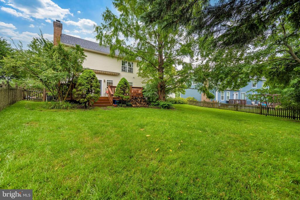 Large fully fenced back yard - 6304 SPRING FOREST RD, FREDERICK
