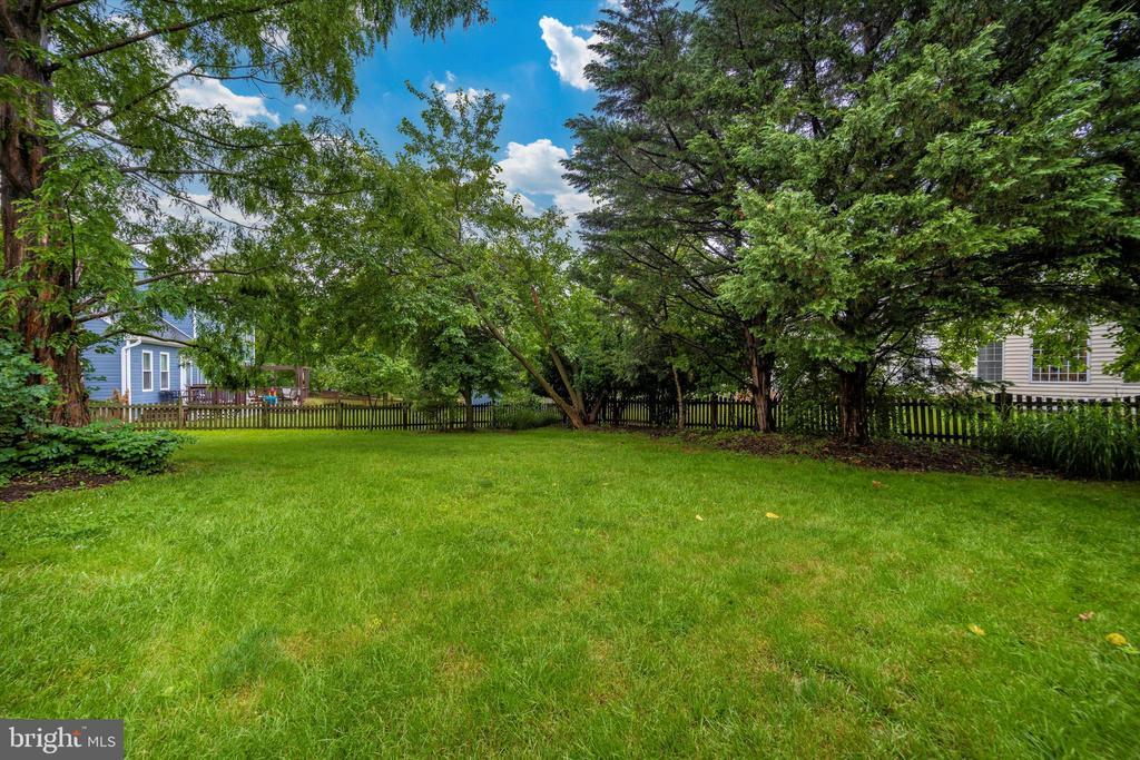 Fully fenced back yard! - 6304 SPRING FOREST RD, FREDERICK