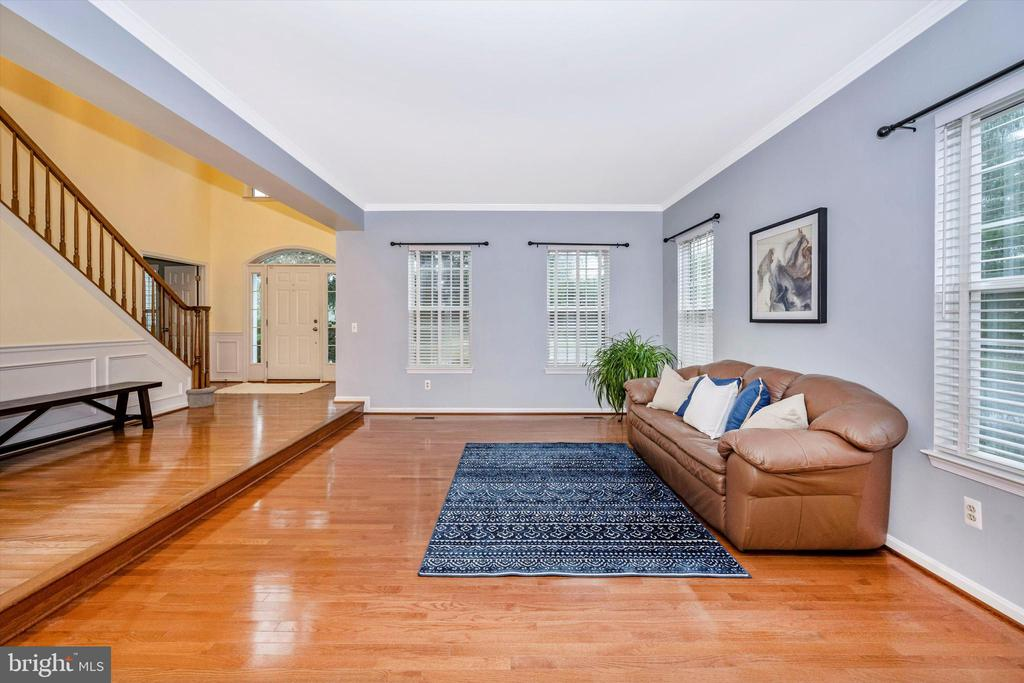 Large open living area - 6304 SPRING FOREST RD, FREDERICK