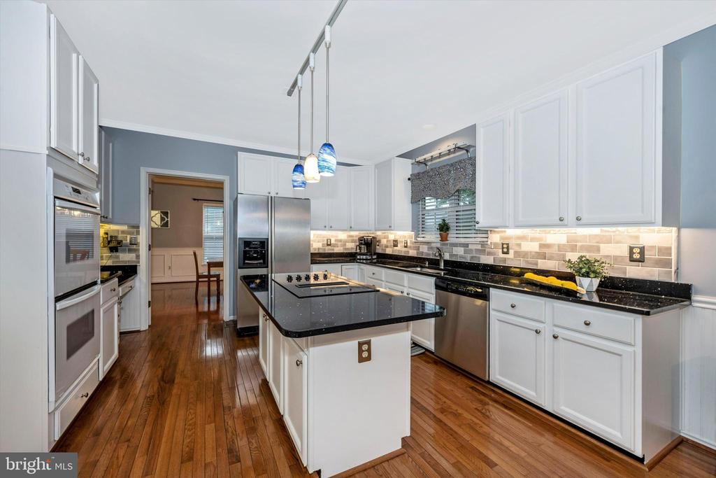 Large kitchen island with stainless appliances - 6304 SPRING FOREST RD, FREDERICK
