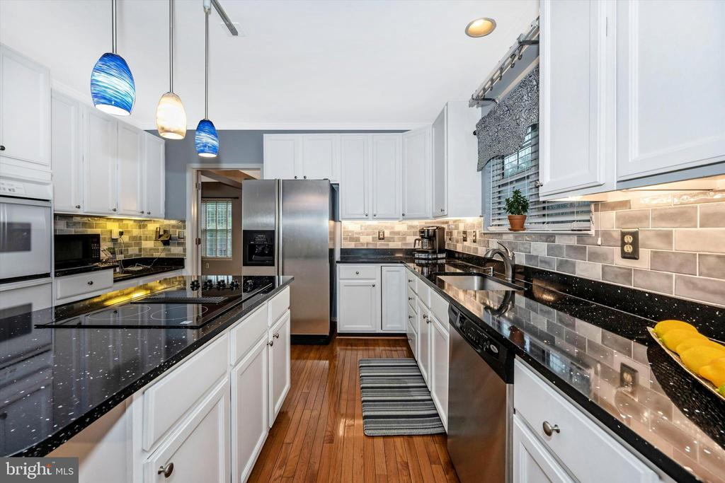 Remote-contolled under cabinetry lighting - 6304 SPRING FOREST RD, FREDERICK