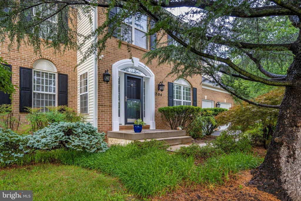 Beautiful brick front home! - 6304 SPRING FOREST RD, FREDERICK