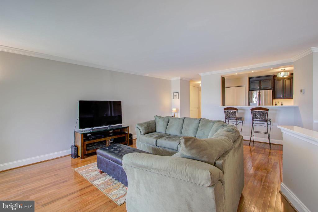 Living Room - Beautiful Hardwood Floors - 5904 MOUNT EAGLE DR #504, ALEXANDRIA