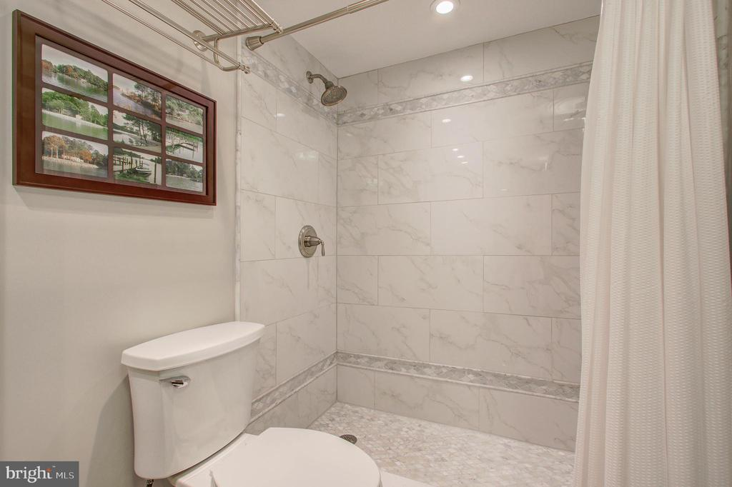 Primary/Master Bath with Walk-In Shower - 5904 MOUNT EAGLE DR #504, ALEXANDRIA