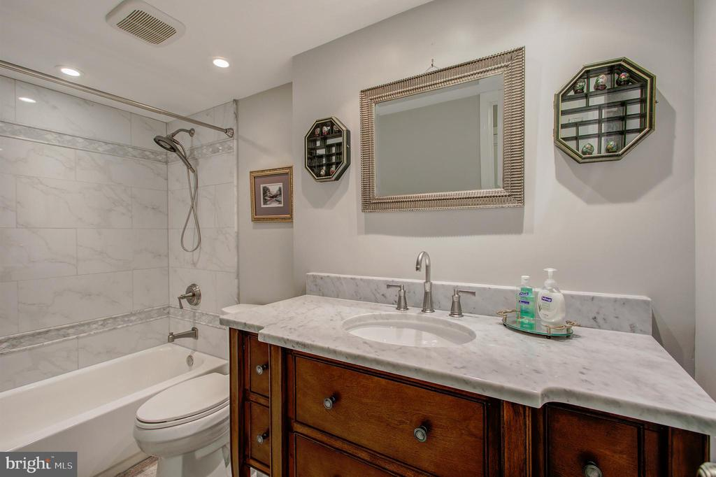 Full Bath #2 - Completely Renovated! - 5904 MOUNT EAGLE DR #504, ALEXANDRIA