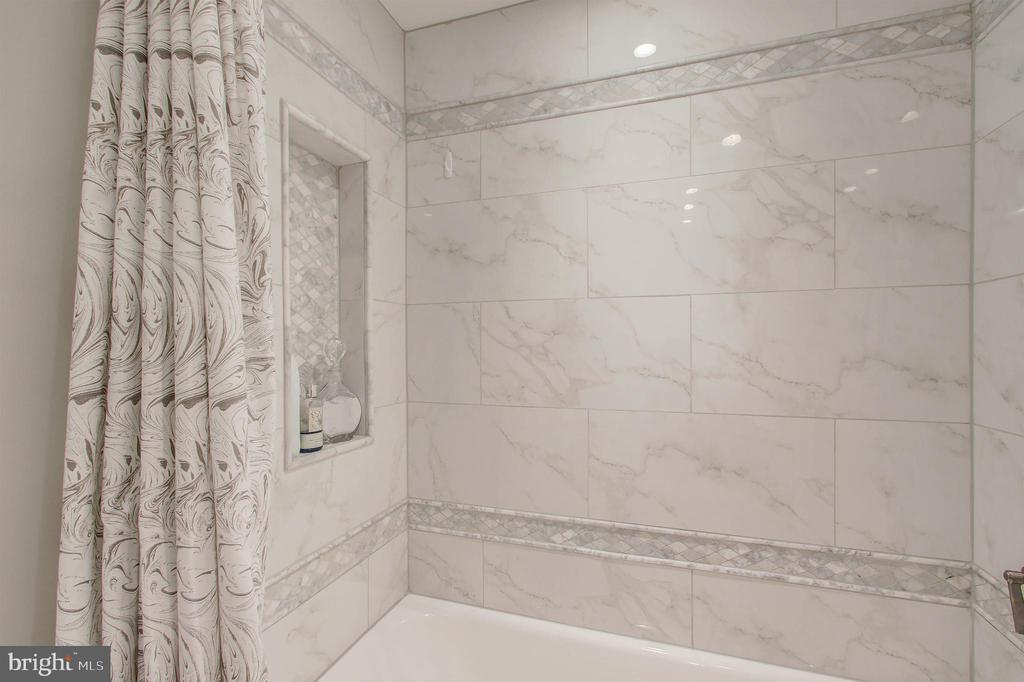 Full Bath #2 - Beautiful Marble and Tile! - 5904 MOUNT EAGLE DR #504, ALEXANDRIA