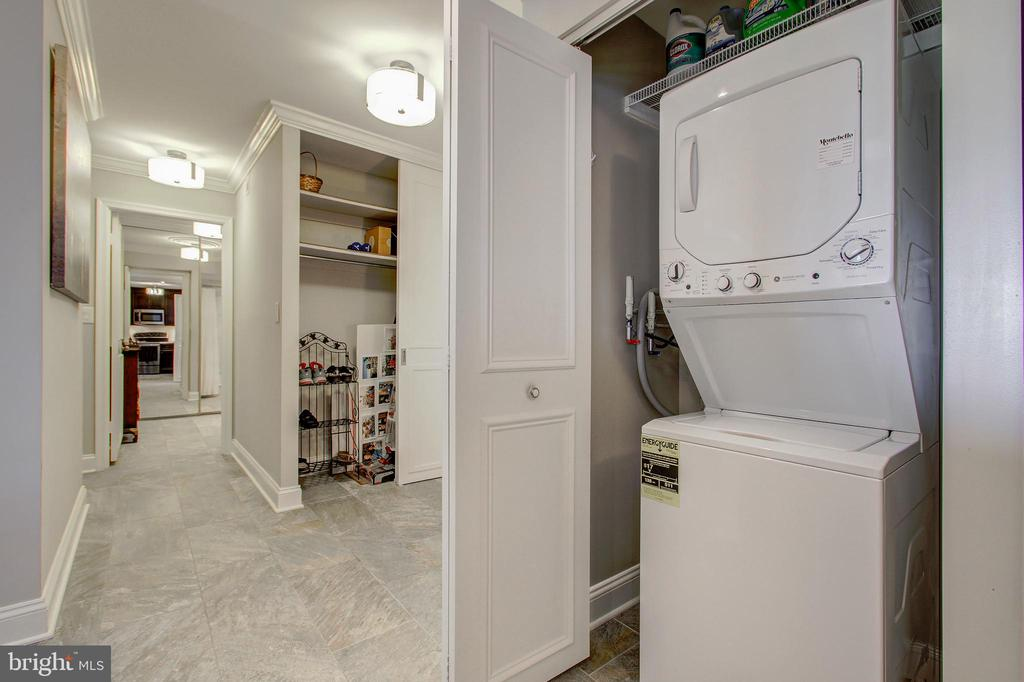 Laundry - Washer/Dryer Discreetly Enclosed! - 5904 MOUNT EAGLE DR #504, ALEXANDRIA