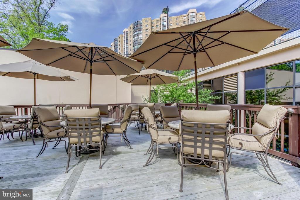 Montebello Restaurant Cafe Bar Outdoor Dining Area - 5904 MOUNT EAGLE DR #504, ALEXANDRIA