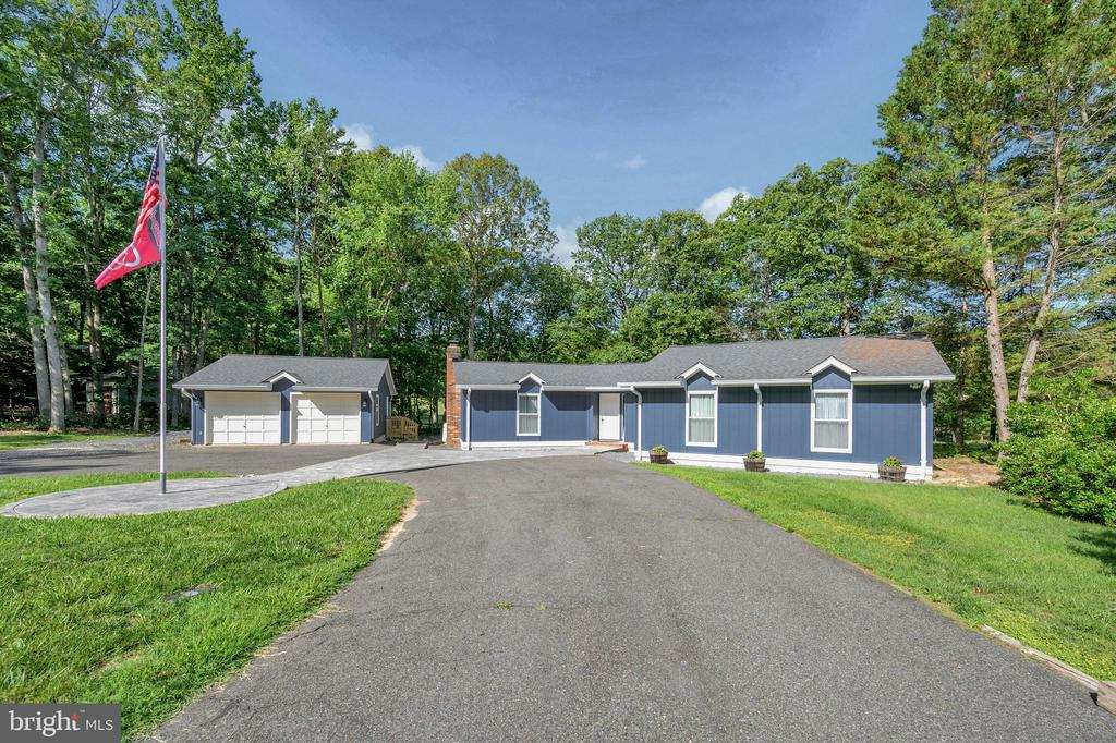 Come home to this private relaxed setting - 141 EAGLE CT, LOCUST GROVE