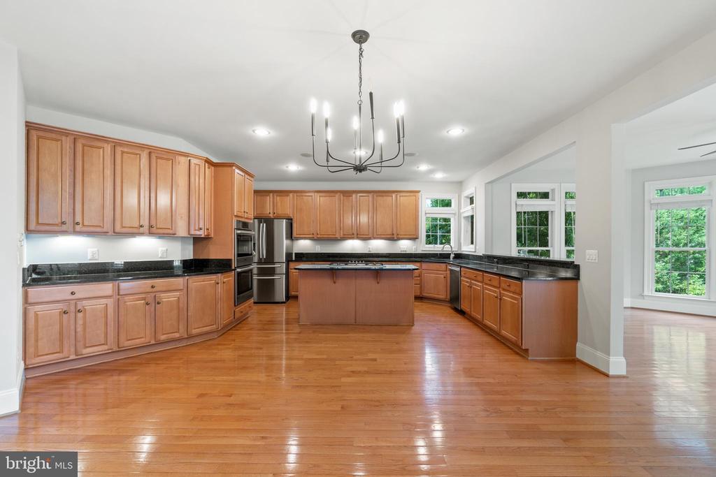 HUGE breakfast room and gourmet kitchen - 43409 RIVERPOINT DR, LEESBURG
