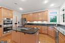 Stainless steel appliances and an amazing island! - 43409 RIVERPOINT DR, LEESBURG
