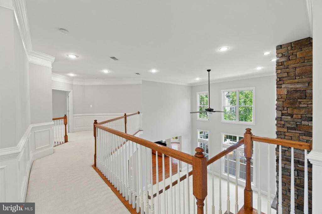 Two-story overwalk overlooking family room - 43409 RIVERPOINT DR, LEESBURG