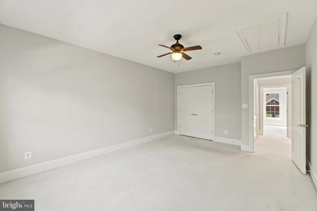 Spacious secondary bedroom #4 - 43409 RIVERPOINT DR, LEESBURG