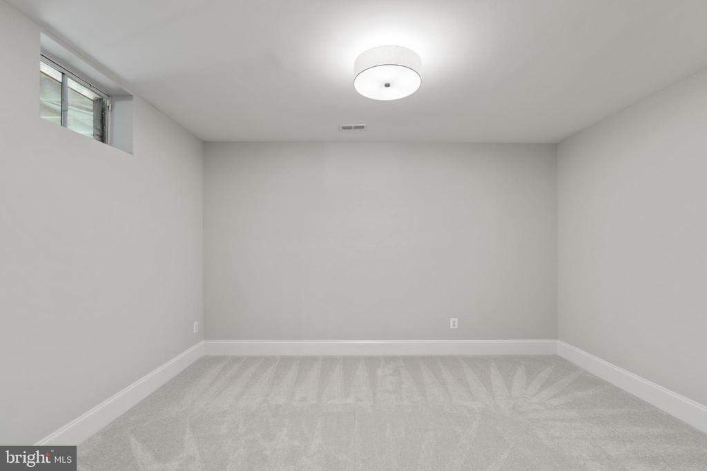 A second den...or hobby room...or...you decide! - 43409 RIVERPOINT DR, LEESBURG