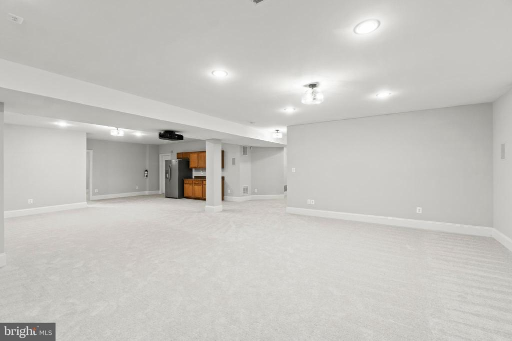 SO many options for this enormous space - 43409 RIVERPOINT DR, LEESBURG