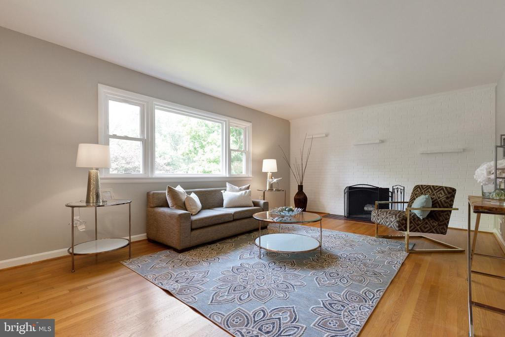 Beautiful family room with tons of natural light - 7324 PINECASTLE RD, FALLS CHURCH