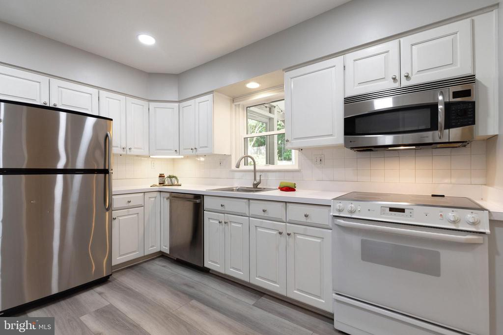 New flooring and recessed lighting - 7324 PINECASTLE RD, FALLS CHURCH