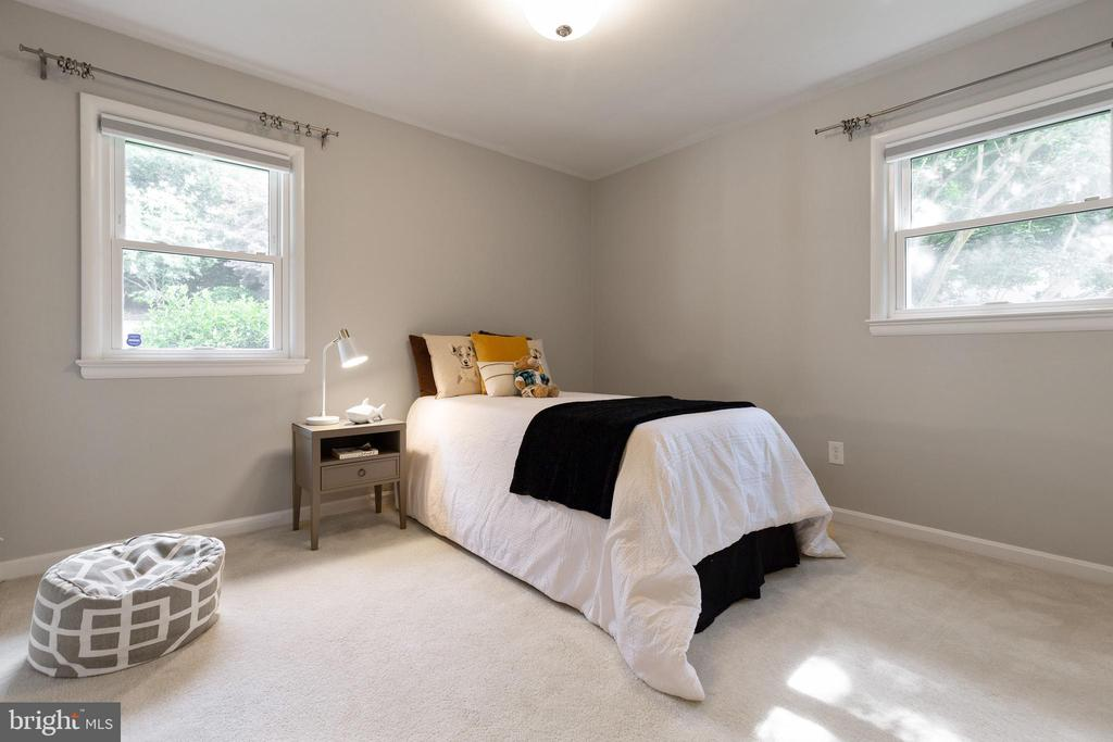 Second bedroom with tons of space - 7324 PINECASTLE RD, FALLS CHURCH