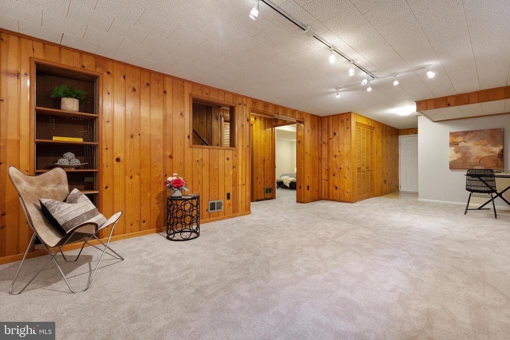Perfect for a home theater,  gym or office - 7324 PINECASTLE RD, FALLS CHURCH