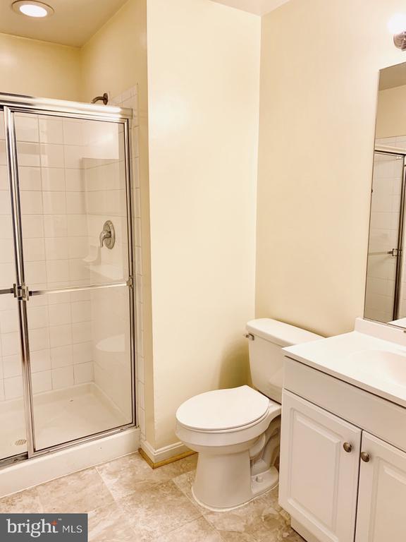 Common full bath for bedrooms 1 & 2� - 501 CONSTELLATION SQ SE #C, LEESBURG