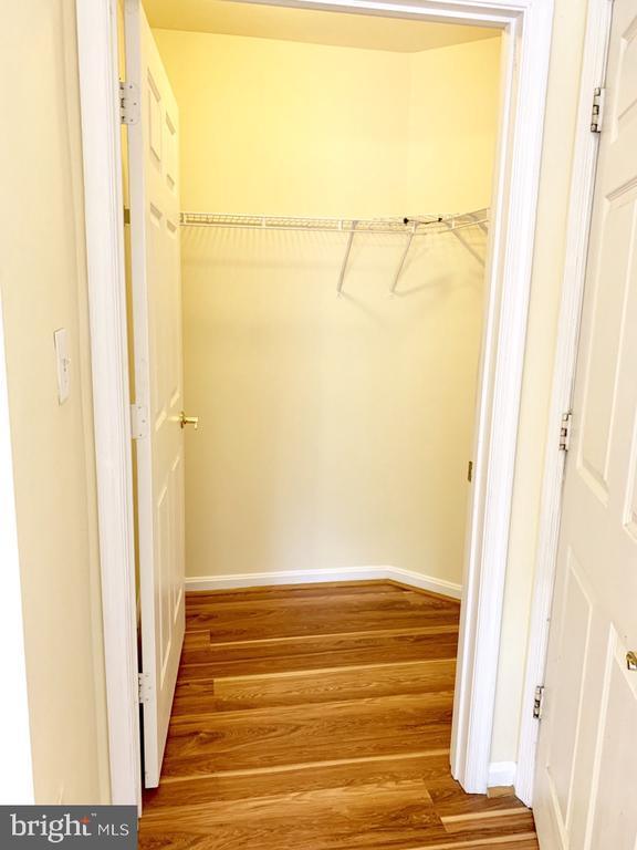 Walk in closet in primary (has add'l linen closet) - 501 CONSTELLATION SQ SE #C, LEESBURG