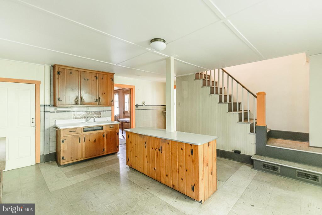 Large room - 371 HENRY CLAY, HARPERS FERRY