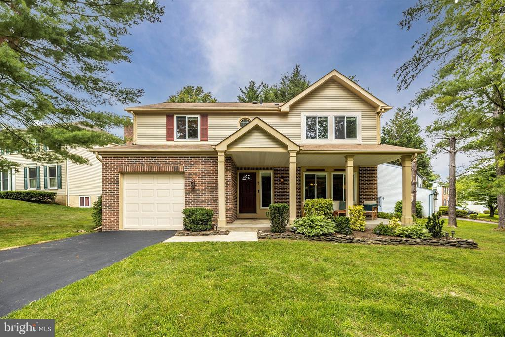 Great Front Elevation with BRICK!! - 18312 AMBER MEADOWS CT, GAITHERSBURG
