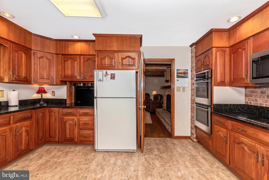 Kitchen - 7402 ROUND HILL RD, FREDERICK