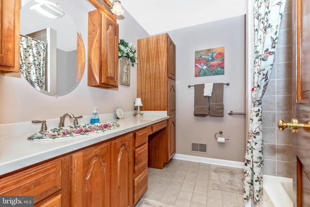 Hall Full Bath - 7402 ROUND HILL RD, FREDERICK