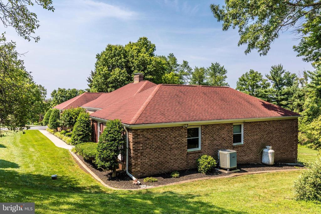 Exterior - Side - 7402 ROUND HILL RD, FREDERICK