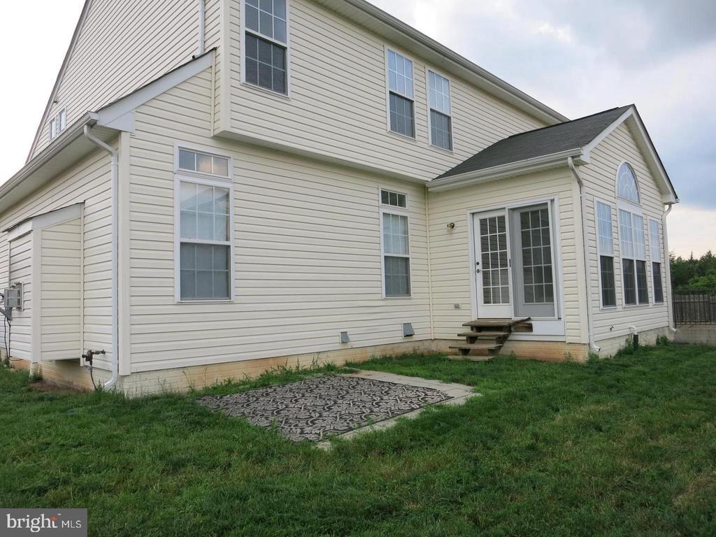 Back of the house - 11139 EAGLE CT, BEALETON