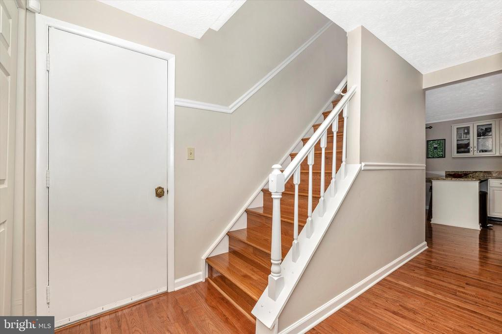 Stairs to 2nd Floor - 18312 AMBER MEADOWS CT, GAITHERSBURG