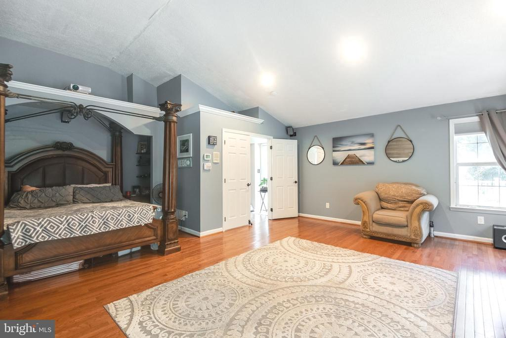 special area for king size bed - 8305 VENTNOR RD, PASADENA