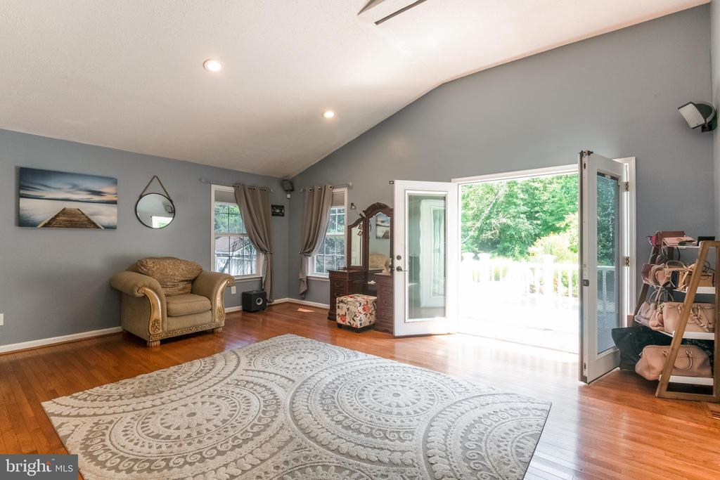 French doors lead to large deck - 8305 VENTNOR RD, PASADENA