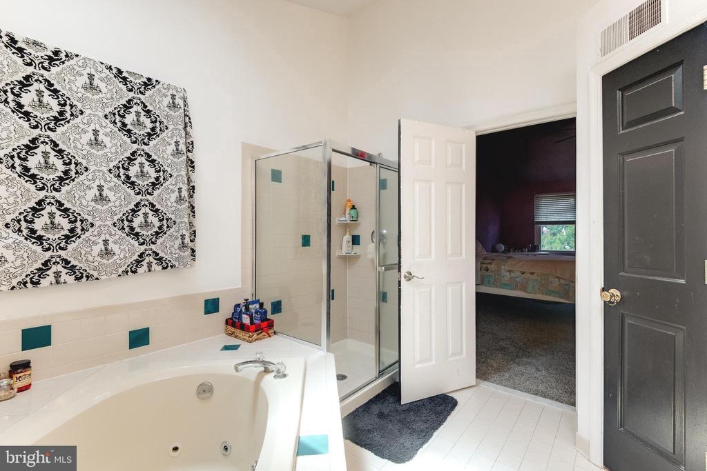 separate shower in Master Bath - 8305 VENTNOR RD, PASADENA