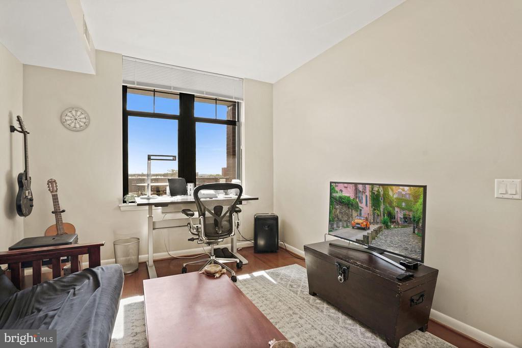 2nd Bedroom / office - 1021 N GARFIELD ST #731, ARLINGTON